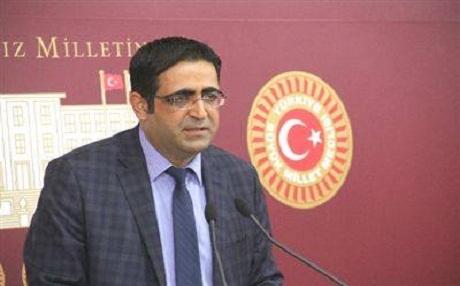 Balûken: AKP bi derxistina tezkereyan hewla têkdana pêvajoyê dide.